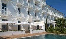 Schick: Das Grand Hotel Des Sablettes Plage an der Côte d'Azur