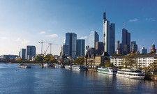 Skyline-Blick: In der Mainmetropole jagt in den nächsten Jahren eine Hoteleröffnung die nächste.