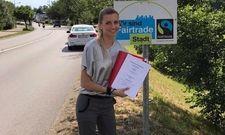 Landung in Burghausen: Manuela Halm, COO und Mitglied der Geschäftsführung der Dormero Hotel AG mit dem Hotelmietvertrag.