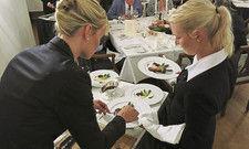 Praxisrunde: Im Finale gilt es, die eigenen Fertigkeiten am Tisch des Gastes zu zeigen.