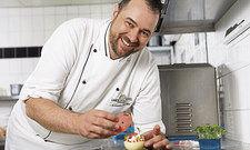 Hat gut lachen: Timo Guth schaffte den Sieg mit seinem originellen Dessert.