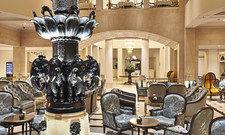 Zum Jubiläum in neuem Look: Die Lobby mit dem berühmten Elefantenbrunnen.