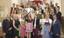 Top-motiviert: Absolventen der Akademie junger Gastronomen mit Fachlehrern und Offiziellen.