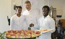 Initiator und Schützlinge: Frank Nuscheler mit Nuguse Khasay (links) und Ansuman Sawo.