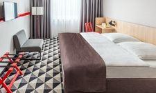 Modernisierte Zimmer: Hier dominieren nun Braun- und Beige-Töne