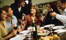 Private Tischrunde: Über das Portal Eat With finden Hobby-Köche und Gäste zueinander
