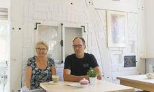 Galerie und Café in einem: Das Künstlerehepaar Loes Dekker und Peter Sinnige betreibt das Clifton in Wittenberge.