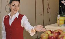 Der Eindruck zählt: Gerade wenn Mitarbeiter von Fremdfirmen mit viel Gästekontakt arbeiten, sollten Hoteliers sie bei Schulungen einbeziehen.