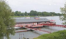 Idyll am Rheinufer: Das Bootshaus Alte Liebe ist für Feiern beliebt.