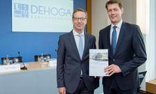 Sie präsentierten die Studie: Michael Hüther (links) und Guido Zöllick