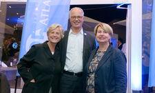 Feierten das Jubiläum in Vegesack: Ursula Carl (Geschäftsführerin Atlantic Grand Hotel Bremen), Markus Griesenbeck (Geschäftsführer Atlantic Hotels Management GmbH) und Heike Bode (Hoteldirektorin)