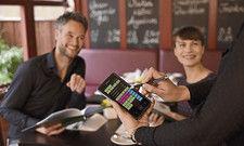 Klasse Kasse: Mit aktuellen Systemen und mobilen Geräten macht die Arbeit im Service Spaß – und es bleibt mehr Zeit für den Gast.