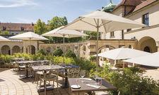 Schmuck: Die Terrasse des Cafés und Restaurants im Bayerischen Nationalmuseum.