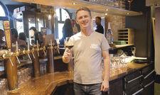 Zwölf Zapfhähne, 80 Sorten aus der Flasche: Sebastian Knepper in seiner Holy Craft Beer Bar.