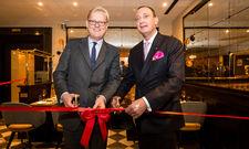Eröffneten das neue Oscar´s: Markus Frank, Wirtschaftsdezernent der Stadt Frankfurt am Main, und Hoteldirektor Moritz Klein (von links)