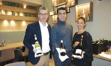 Wollen das Weingeschäft in der Sansibar ankurbeln: (von links) Betriebsleiter André Greven, Sommelier Marcel Saavedra Polan und Betriebsleiterin Nadja Betzler.
