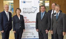 Stellten die ersten Ergebnisse des Weiterbildungsprogramms Profi-Gastgeber vor: (von links) Matthias Dütschke, Margit Haupt-Koopmann, Axel Strehl, Stephan Jansen und Hans Joachim Beckers.