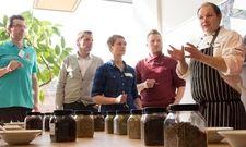 Qualifizierung für Köche und Restaurantfachleute: Der Gewürz-Sommelier lernt Basiswissen über Kräuter und Gewürze, Sensorik, Food Pairing und Food Completing