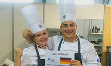 Glückliche Sieger: Köchin Sandra Hofer und Assistent Michail Loukidis