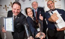 Große Freude bei den Siegern: (v.l.) Christoph Kollmeier (1. Platz), Anna Kauker (2.Platz), L'Art-de-Vivre-Präsident Hans Stefan Steinheuer, Florian Kuzler (3.Platz)