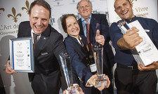 Sieger mit Präsident: (von links)Christoph Kollmeier (1. Platz), Anna Kauker (2. Platz), der Präsident von L'Art de Vivre, Hans Stefan Steinheuer, sowie Florian Kuzler (3. Platz).