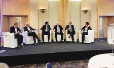 Diskussion in Frankfurt: (von links) Florian Storp (Amex,) Hans-Ingo Biehl (VDR), Jürgen Siebenrock (Lufthansa), Ex-US-Botschafter John Kornblum, Alexander Graf Lambsdorff und Dunja Hayali.