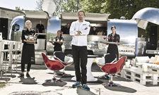 Caterer Wolfgang Weigler: Der aufwendig ausgestattete Trailer der Marke Airstream ist für ihn und sein Team ein echter Erfolgsfaktor.
