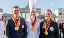 Strahlende Gesichter: (von links) Die Goldmedaillen-Gewinner Maximilian Gallasch, Julia Tischer, Anne Maria Gerhardt