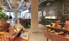 Anleihe bei aktuellen Restaurantdesigns: Die große Wandtafel im neuen Maggi Kochstudio.