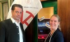 Hotel-Inhaber Max Klarmann und Direktorin Nina Neuhold-Kofler wollen mit dem Bitcoin-Geldautomaten technikaffine Gäste ansprechen.