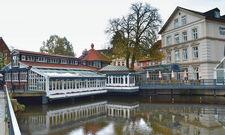 Dinieren am Wasser: Teile des Hotels Bergström liegen direkt an dem Fluss Ilmenau.