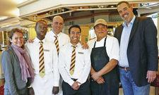 Gemeinsam stark: (von links) Direktionsassistentin Ute Kehrhahn, Hofa-Azubi Nassiru Joof aus Gambia, Restaurantfachmann Bashar Yacoub aus Syrien, Refa-Azubi Zaher Hosseini und Koch-Azubi Baqir Mosadiq, beide aus Afghanistan, sowie Hotel Manager Nils Dresc