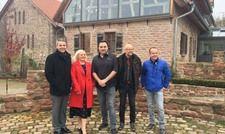 Die Stadt Leimen freut sich mit der neuen Eigentümerin über die Wiedereröffnung von Lingental: (von links) Bürgermeister Hans Reinwald, Anne-Kathrin Zentsch und Thorsten Ibers.