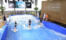 Künstliche Surfwelle: Jochen Schweizer Arena
