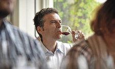 Konzentration: Die Verkoster der drei großen Weinführer müssen ihre Sinne beisammenhalten, wenn sie den Weinen gerecht werden wollen