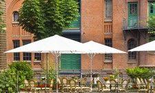 Ein muss für den Biergarten: Robuste Schirme