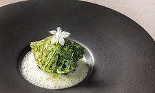 3-Sterne-Teller: Kalbsbries, Wirsing, Rieslingkraut von Jan Hartwig, Restaurant Atelier, München