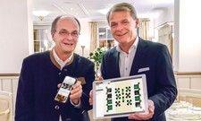 Präsentieren das neue Tischreservierungssystem: Gerd Ripp (links), Gastgeber im Romantik Hotel Schloss Rheinfels, und Romantik-Chef Thomas Edelkamp