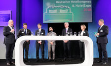 Chef-Panel zum Thema Wachstum: (von links) Dieter Müller (Motel One), Marcus Smola (Best Western), Guido Zöllick (DEHOGA), David Etmenan (Novum), Thomas Willms (Steigenberger), Daniela Schade (Accorhotels) in der Diskussion mit Rolf Westermann.