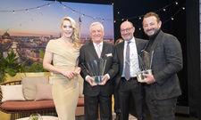 Glückwunsch: (von links) Judith Rakers mit dem Special-Award-Preisträger Ernst Fischer und den Hoteliers des Jahres Micky Rosen und Alex Urseanu