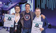 Zufrieden mit der Resonanz aus dem Publikum: (von links) Gewinner Erik Tengen, Co-Founder von Oaky, Ullrich Kastner und Sebastian Grundner-Culemann, CEO von Liverate (2. Platz).