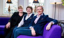 Abschied: Elisabeth Bock (l.) und Elke Scheipers nehmen die scheidende Irmgard Aulke in ihre Mitte