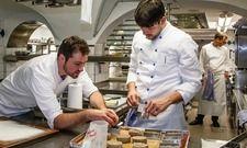 Übernimmt bald die Küchenleitung: Robert Morgan (links). Im Hintergrund der scheidende Küchenchef Thomas Kellermann