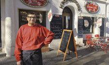 Boris Fischer: In seinem Café geht es um den Jahrmarkt. Typische Naschereien gibt es hier natürlich auch.