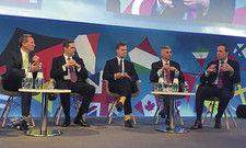 CEOs im Gespräch: (von links) Geoff Ballotti (Wyndham), Keith Barr (IHG), Sebástien Bazin (Accorhotels), Christopher Nassetta (Hilton), Patrick Pacious (Choice).