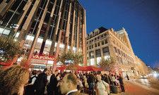 Großer Rummel zur Eröffnung: Das Leipziger Vapiano-Restaurant befindet sich am Augustusplatz unweit vom Gewandhaus