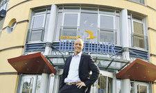 Freut sich, wenn alles fertig ist: Hoteldirektor Dietmar Karl im Strand-Hotel Hübner.