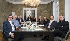 Diskutieren gemeinsam über die Zukunft von Wellness: (von links) Alexander Aisenbrey, Peter Joehnk, Michael Altewischer, Rolf Westermann, Claudia Johannsen, Corinna Mühlhausen, Markus Doleschal und Dietmar Müller-Elmau.