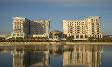 Luxus in Kasachstan: Das St. Regis in der Hauptstadt Astana ist ein palastartiger Bau