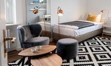 Scandi-Style: Eines von sieben möblierten Zimmern in der Estrel-Mitarbeiter-WG